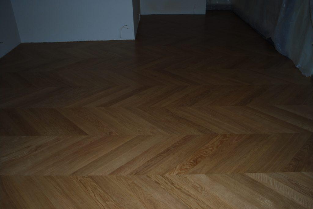 Wzór podłogi jodełka francuska