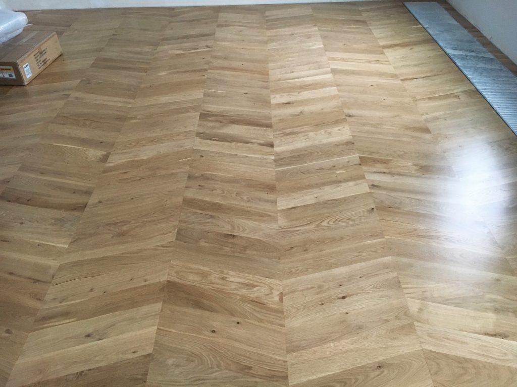 Wzór podłogi jodełka węgierska