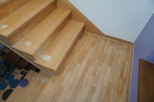 renowacja schodów jesionowych